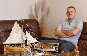 Makete starih jedrenjaka Ivice Đotlo iz stare Bile kod Viteza. Ivica već četiri godine izrađuje stare jedrenjake i to mu je kako kaže hoby koji ga ispunjava i usrećuje.