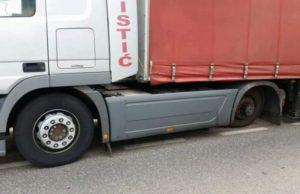tijekom_voznje_kamionu_spala_guma_i_udarila_u_drugi_automobil