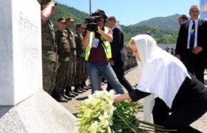 Kolinda_Grabar-Kitarovic_u__Srebrenici_2015